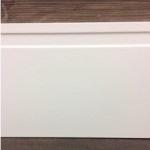Rodapé MDF Moderna 15cm  branco revestido PET 150x15x2100mm