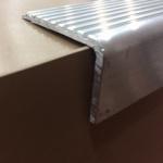 Cantoneira em alumínio para degraus LR405 52x30x3x6000mm
